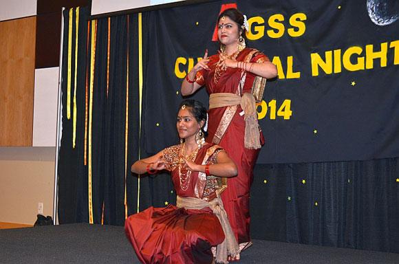 Nivedita Mahesh and Nilufar Islam performed a stirring and colourful rendition of Bangladeshi and Indian dancing.