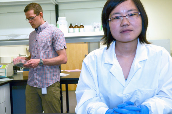 Caroline Wan in the lab with her faculty supervisor Jonathan Little