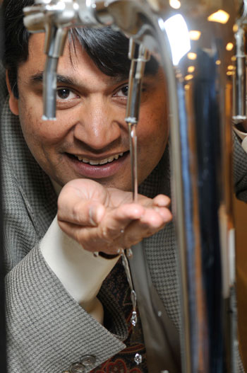 UBC Professor Rehan Sadiq is working to develop a tool to help municipalities measure the quality of drinking water.