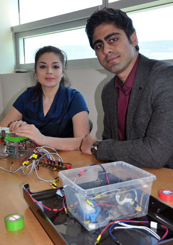 UBC Professor Mina Hoorfar and PhD candidate Mohammad Paknahad assemble the microfluidic breath analyzer.