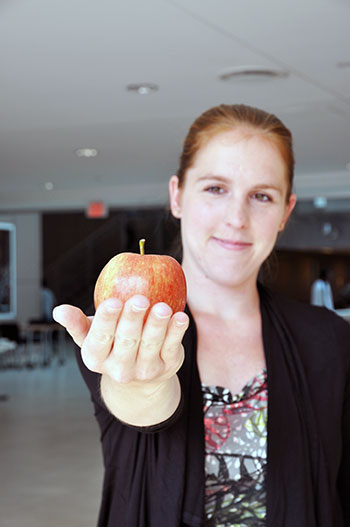 Rhiannon Wallace, a PhD candidate at UBC Okanagan's campus, has developed a way to protect apples from rotting.