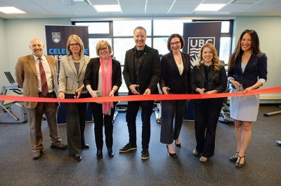 Carla Qualtrough, Minister of Public Services and Procurement and Accessibility and Kelowna—Lake Country MP Stephen Fuhr are surrounded by UBC Okanagan researchers as they cut the ribbon at the official building opening.
